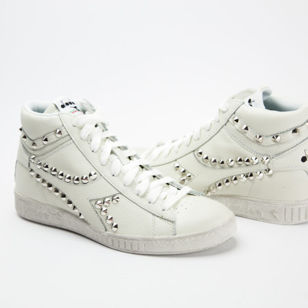 GAME WHITE STUDS HIGH